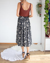 Load image into Gallery viewer, Floral vintage skirt XS-S