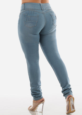 Image of Plus Size Light Wash Denim Levanta Cola Skinny Jeans