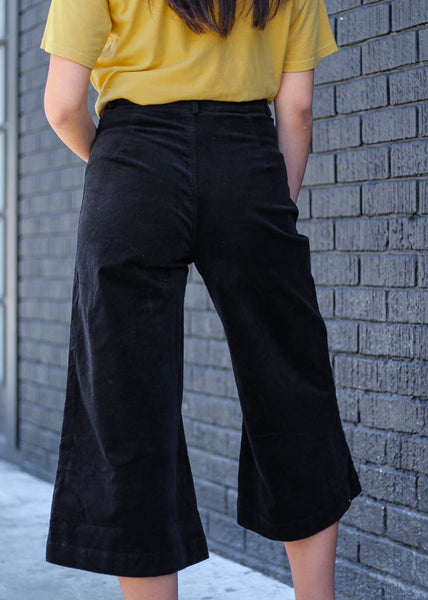 High-waisted, midi wide leg corduroy pants with front pockets.