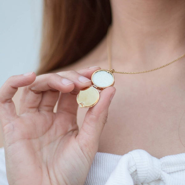aromatherapy locket necklace for essential oils