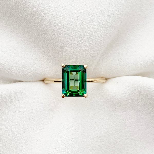 Keep up with the colourful jewellery trends with the Kate Danielle large emerald cut green topaz ring