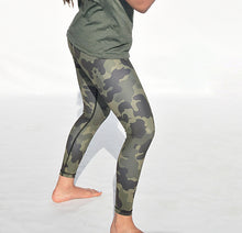 Load image into Gallery viewer, Camoflouge tights