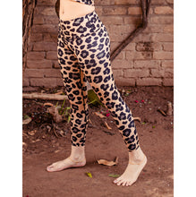Load image into Gallery viewer, Cheetah print leggings