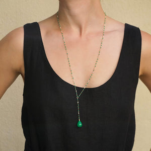 Eva Nueva Y Necklace with Green Agate Tear Drop and Pearls in Yellow Gold