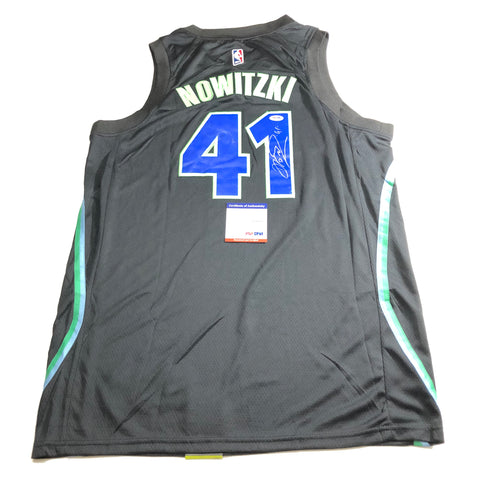 Dirk Nowitzki signed jersey PSA/DNA Dallas Mavericks Autographed