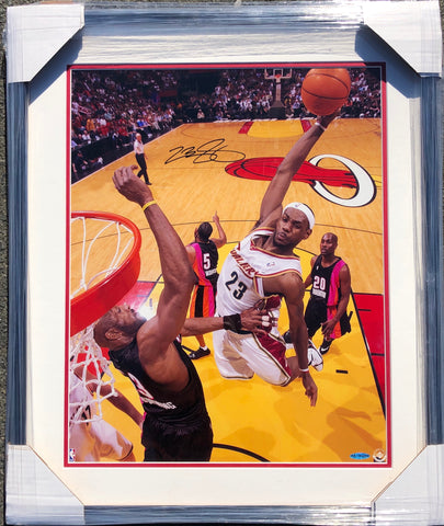 LeBron James Signed 16x20 Photo Upper Deck PSA/DNA Auto Grade 9 Framed