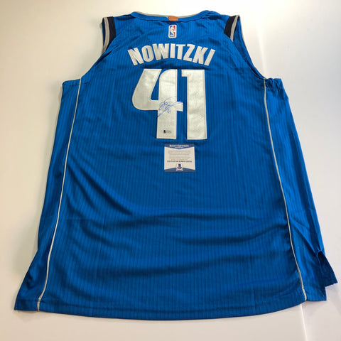 Dirk Nowitzki signed jersey BAS Beckett Dallas Mavericks Autographed