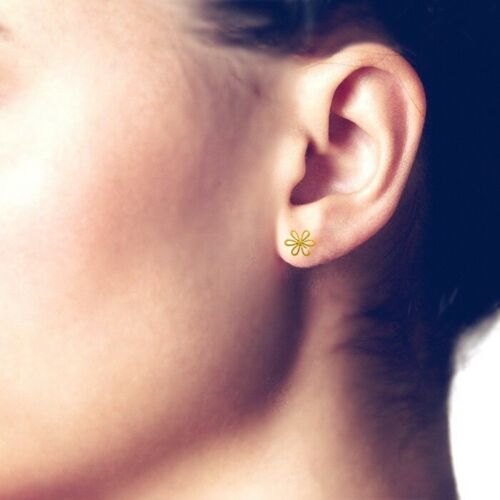 Daisy Flower Stud Post Earrings - Sterling Silver .925 or Gold {Choose Finish}