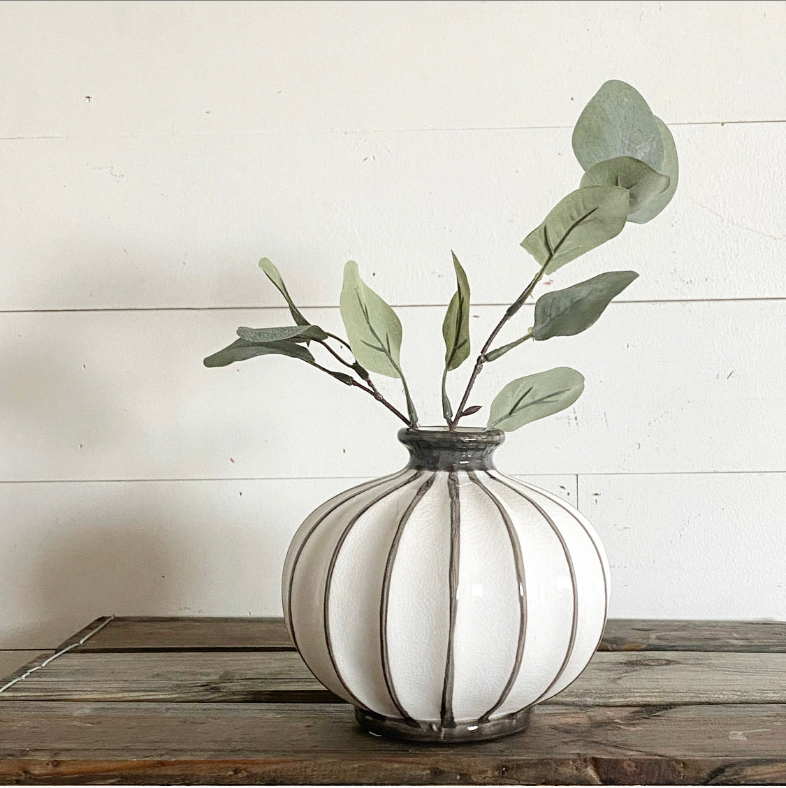 "6"" GREY / WHITE BALL VASE - Interior Delights Parker"