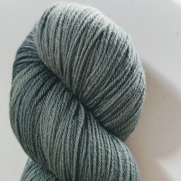 4 ply Fingering Weight : Mother Knows Best
