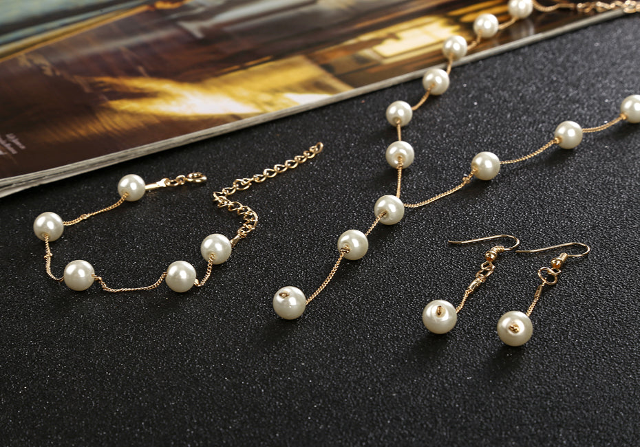 Pearls Set of Necklace, Earrings & Bracelet