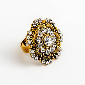 A Fluttering Feature Adjustable Ring