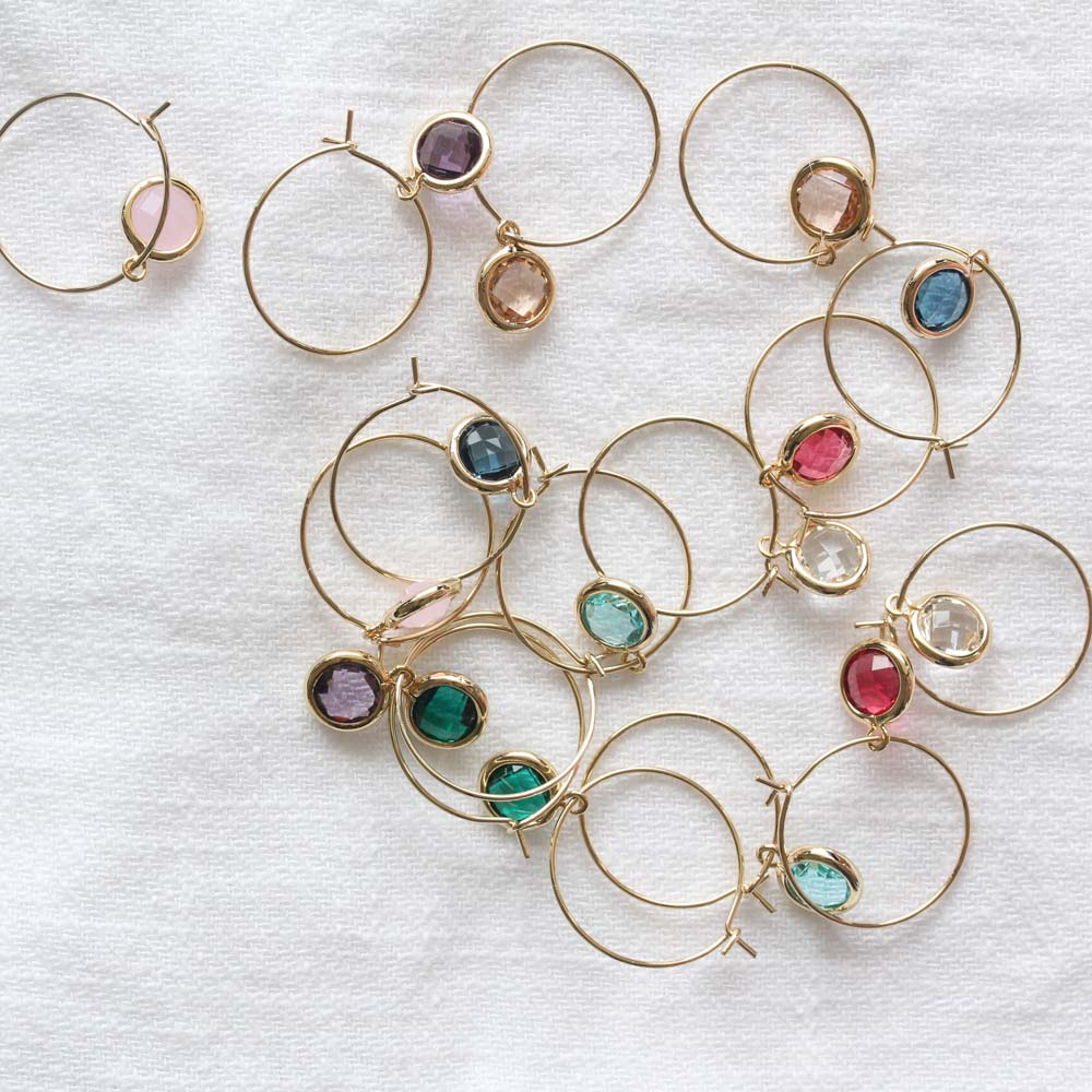 THE HOOPS WITH CRYSTAL TRINKETS