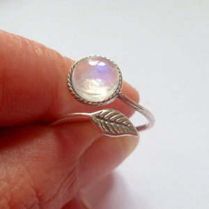 Ring in Antique Style with Moonstone rock - Gem & Etc