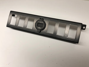 Land Rover LR3 Auxiliary 6-switch slots bezel w/dual USB Charger 4.2V with Voltage
