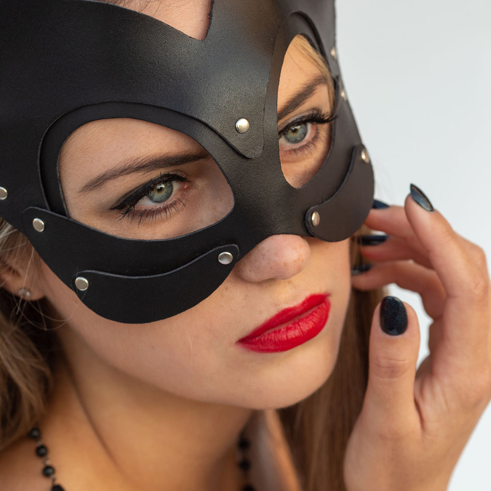model wearing kitty mask