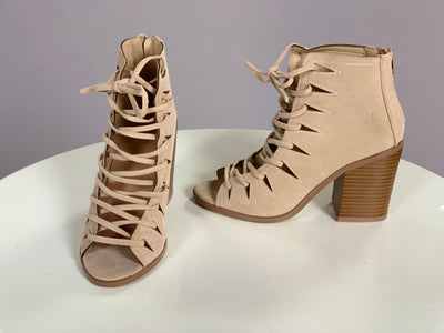 SHOES {YOKI} Beige Lace-Up