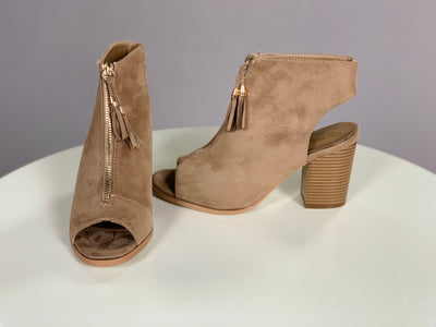SHOES {Reneeze} Taupe Heels With Gold Fringe Zipper