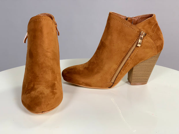 SHOES {Nature Breeze} Tan Suede Booties With Gold Zipper