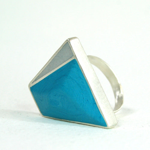 Striking hand carved ring- sliver and resin- in turquoise and grey