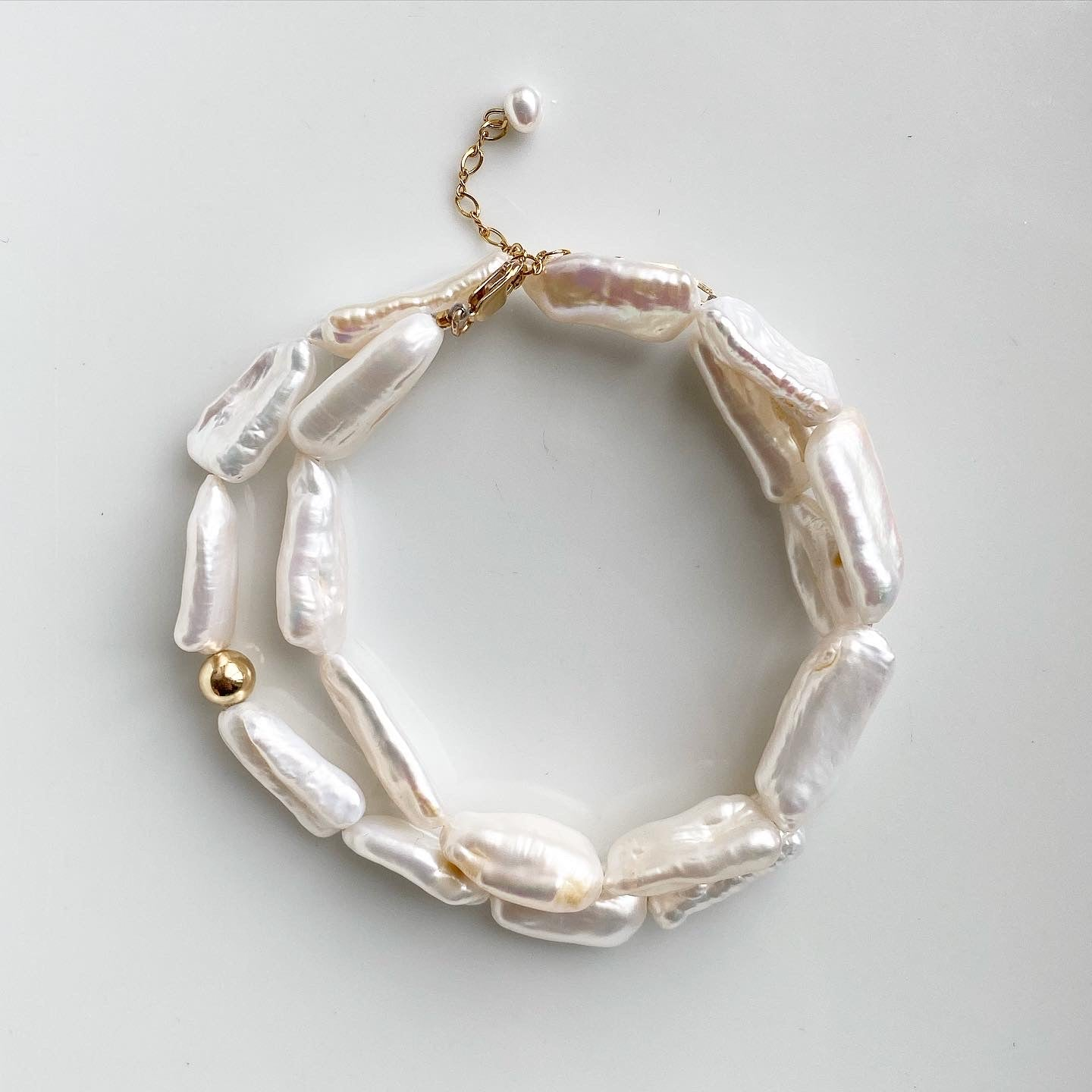 POLLY WHITE BAROQUE PEARL NECKLACE