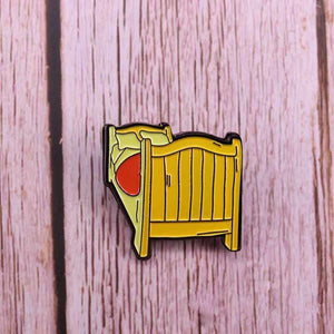 Van Gogh bed pin badge