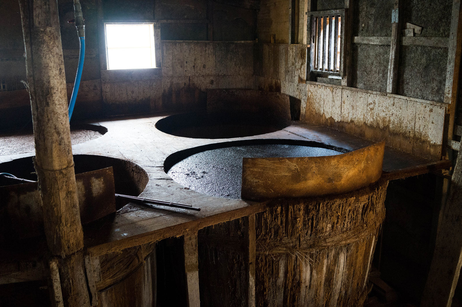 "Soy sauce is traditionally made in clay urns or wooden barrels, as seen here. | Photo: <a href=""https://www.flickr.com/photos/joi/9461557229"">Joi Ito on Flickr</a>~WHOLE"