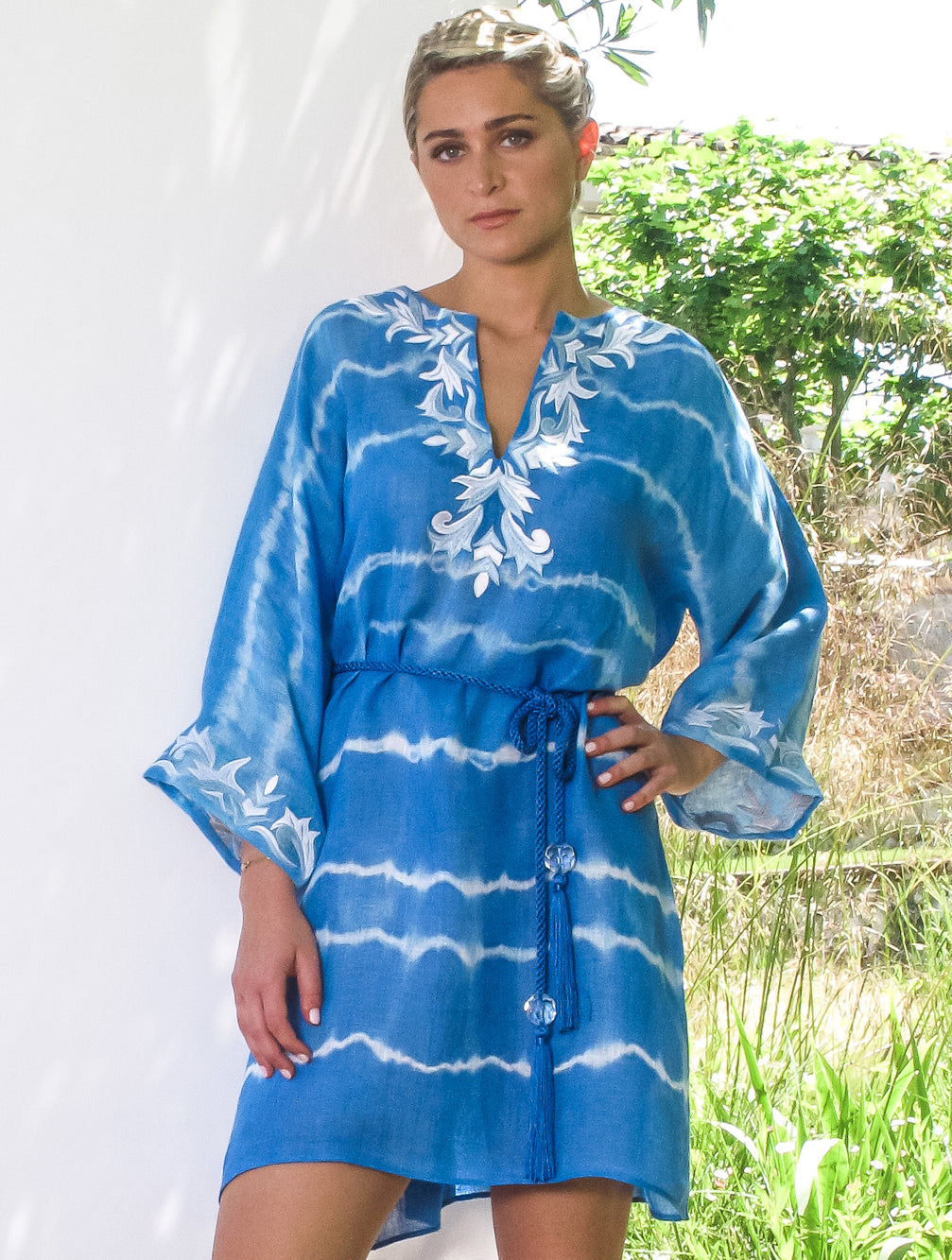 KAIA-LONDON-bianca-bird-close-robe-linen-tie-dye-resortwear-beachwear-embroidered-luxury-short-kaftan-dress-Tashia