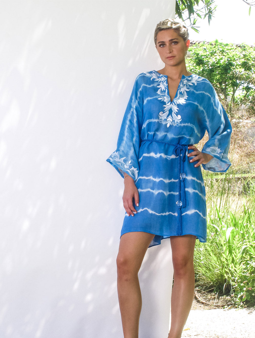 KAIA-LONDON-bianca-bird-robe-linen-tie-dye-resortwear-beachwear-embroidered-luxury-short-kaftan-dress-Tashia