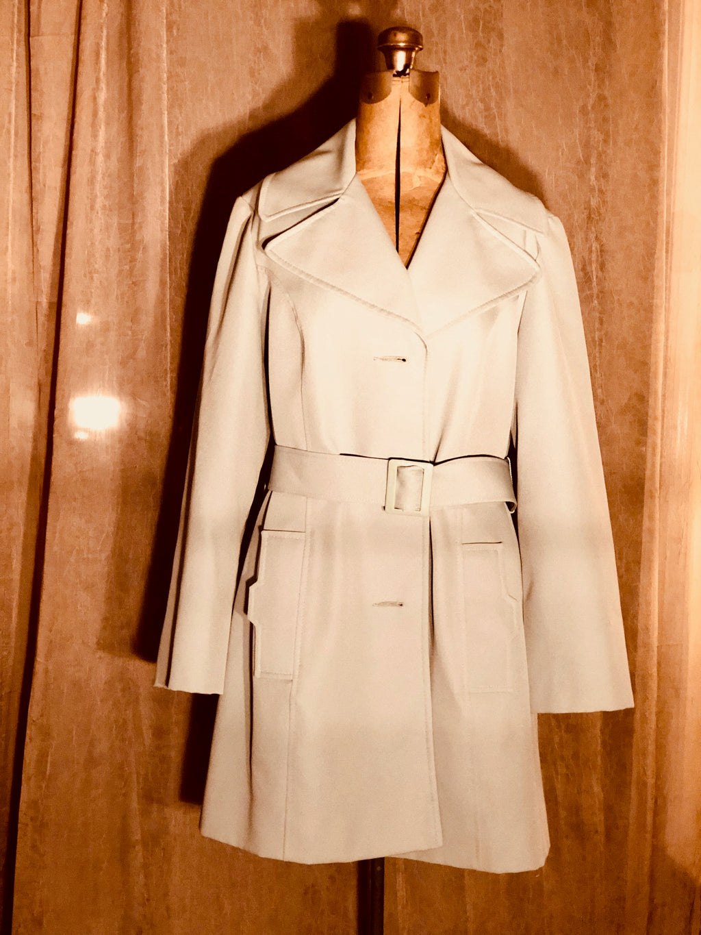 Beautiful True Vintage Circa 1960's Pale Green Jacket with belt!