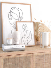 Laden Sie das Bild in den Galerie-Viewer, JenLiving® OFFWHITE LOTUS Fragrance Candle