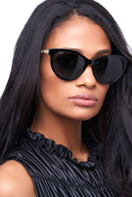Load image into Gallery viewer, Privado Bubo black sunglasses on female model