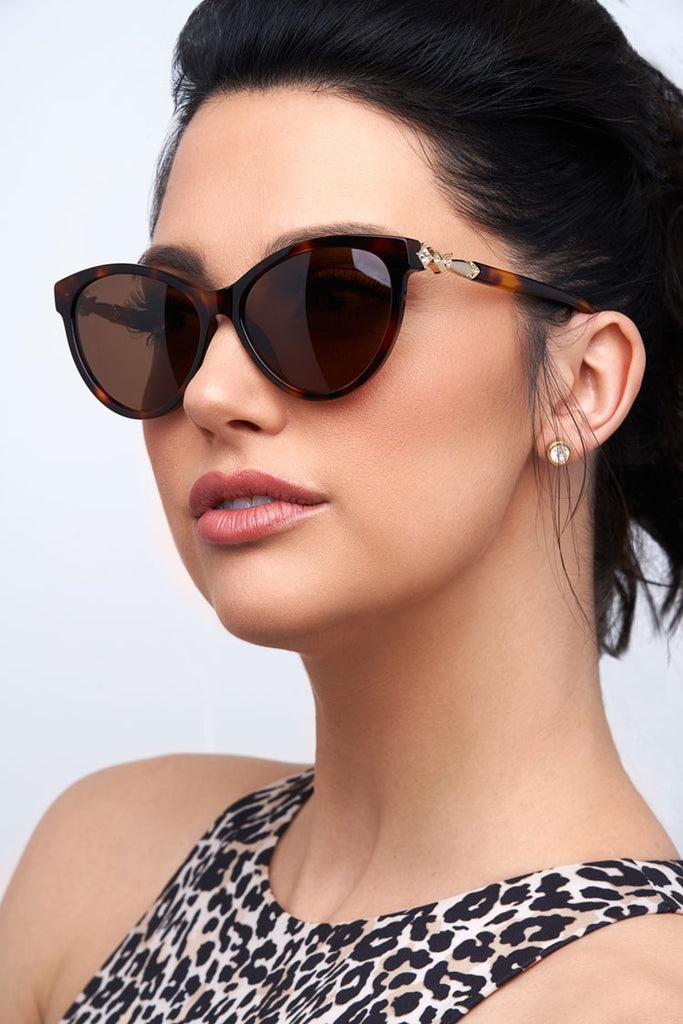 Privado Bubo tortoise sunglasses on female model