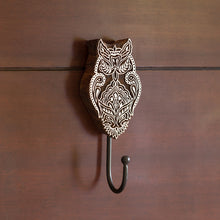 "Load image into Gallery viewer, ""Alluring Owl"" Hand-Carved Block Wall Hook & Towel Holder In Sheesham Wood"
