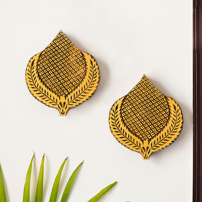 'Betel Pair' Hand Carved Block Wall Décor In Sheesham Wood (Set of 2)