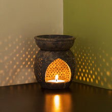 Load image into Gallery viewer, 'The Gleaming Mughal Jali' Hand Carved Aroma Diffuser In Soapstone (4 Inch)