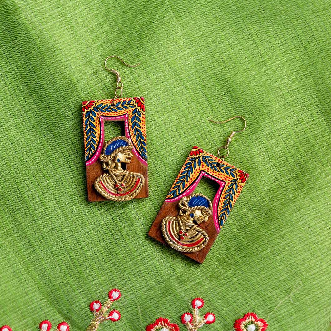 'Tribal Dhokra Leafy' Bohemian Earrings Handmade In Dhokra Art (Brass, Wood, 3 Inch)