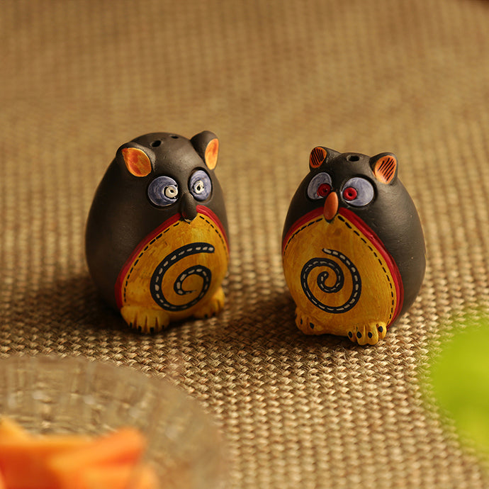 Small 'Twin Owl Shaped' Salt & Pepper Shaker Set In Terracotta (Set Of 2)