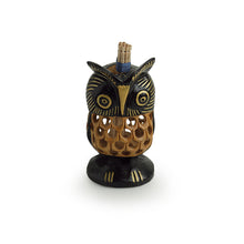 Load image into Gallery viewer, 'The Spiral Eyed' Hand Carved & Hand Painted Toothpick Holder Cum Showpiece In Cedar Wood