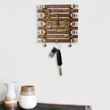 Load image into Gallery viewer, Dhokra And Warli Handpainted Key Holder With Ghungroo Brown