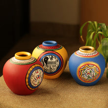 Load image into Gallery viewer, Combo Of Terracotta Handpainted Vases Set Of 3