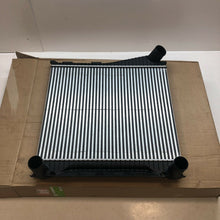 Load image into Gallery viewer, DISCOVERY 4 INTERCOOLER RANGE ROVER SPORT INTERCOOLER 3.0 TDV6 2010 - LR015603