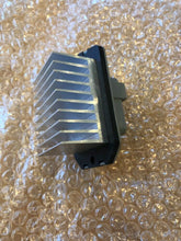 Load image into Gallery viewer, Genuine Land Rover Discovery 3/4 Heater Blower Switch Jgn500010
