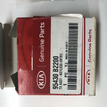 Load image into Gallery viewer, Genuine Kia Soul Remote Key (2013 + ) 95430-B2200 - Brand New