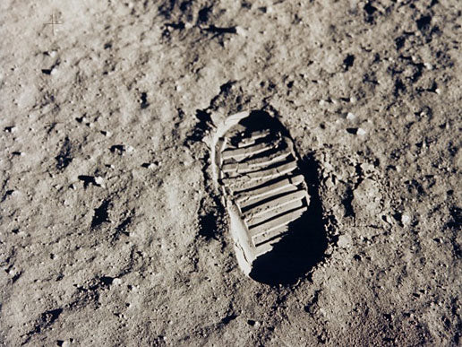 Master Replicas 3D Prints Buzz Aldrin's Boot Print