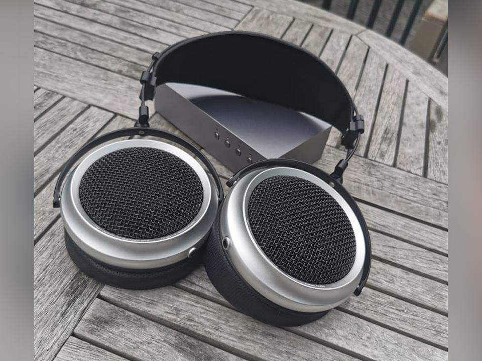 iBasso SR2 Semi-Open Back Headphone Quick Review: Wide & Detailed