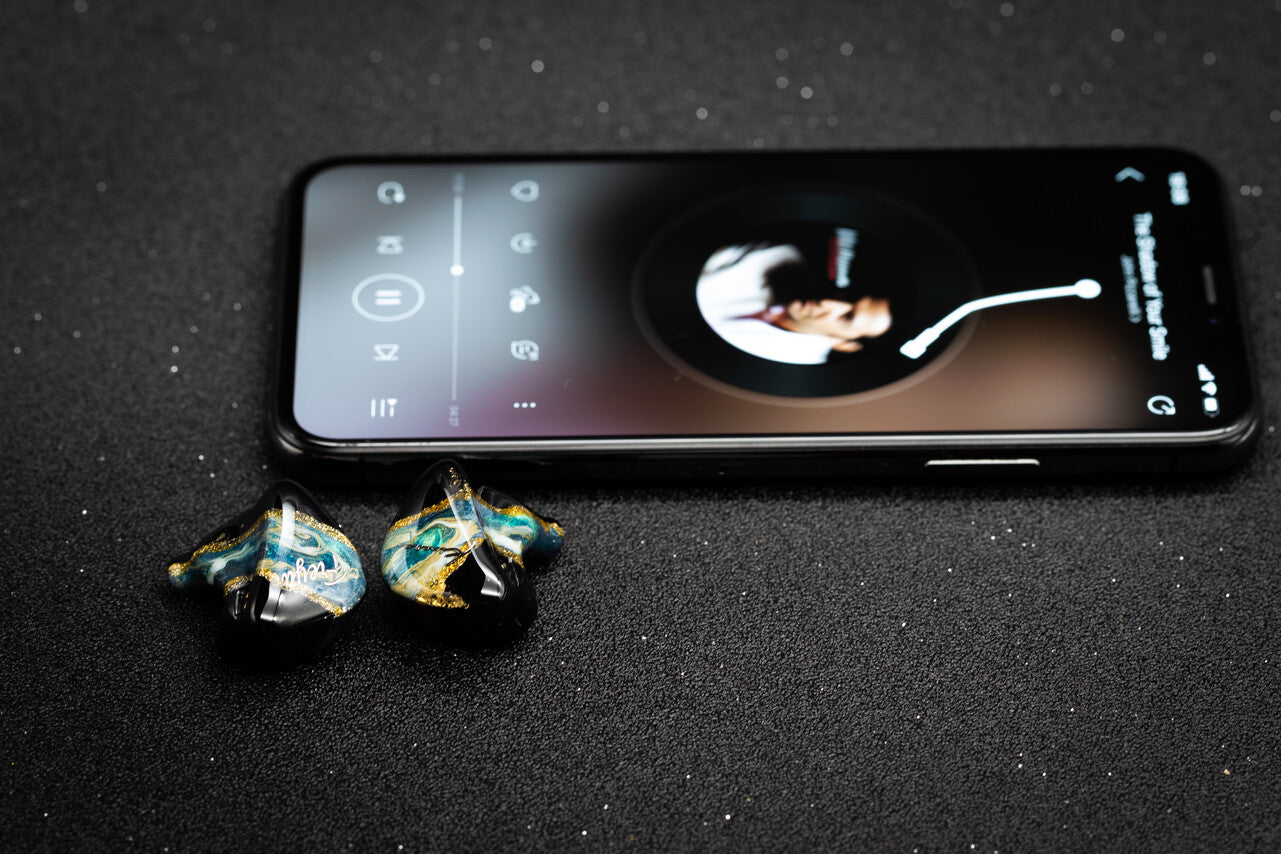 Kinera Freya earphone next to smartphone