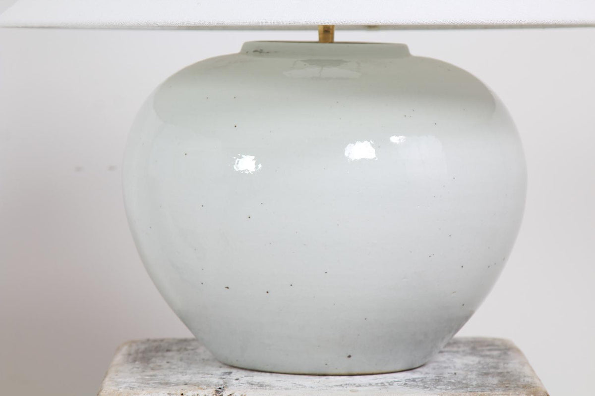 CONTEMPORARY WHITE GLAZED CERAMIC POT LAMP WITH LINEN SHADE