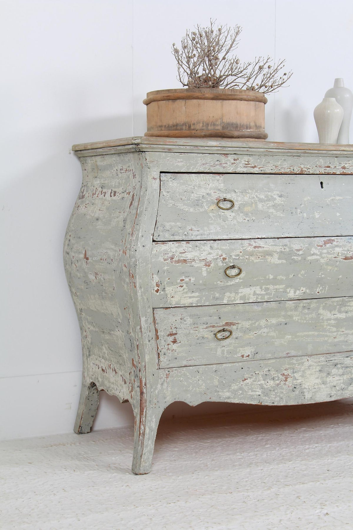 IMPRESSIVE CURVACEOUS  FRENCH  20THC COMMODE