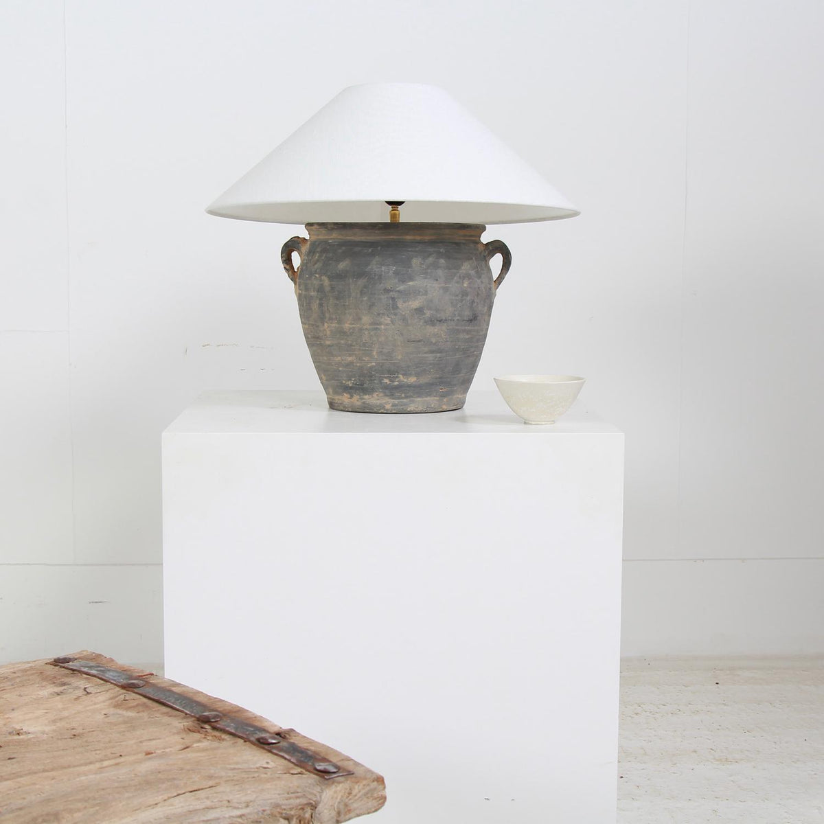 AUTHENTIC CHINESE POTTERY TABLE  LAMP WITH WHITE LINEN EMPIRE SHADE